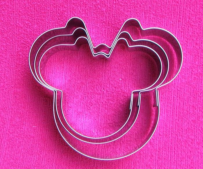 Cortador de galletas en acero minnie mouse y decoración fondant